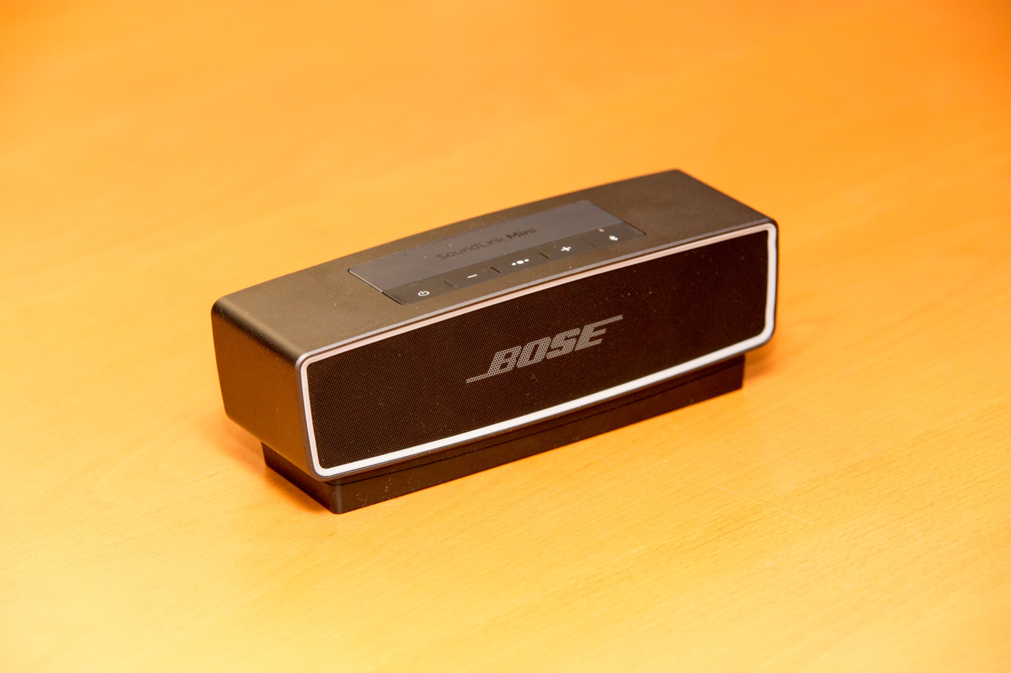 how to clean bose soundlink mini 2