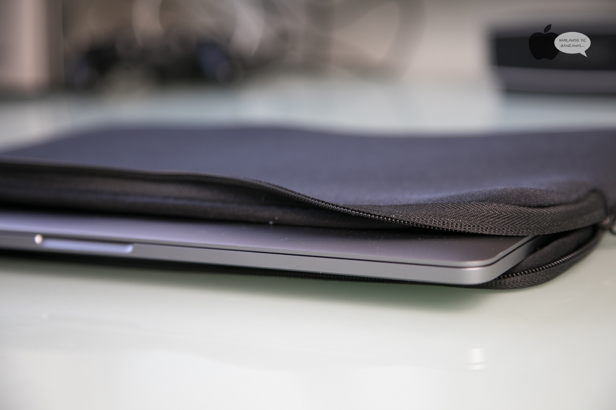 Funda de portátil Tucano Second Skin Elements, compatible con Macbook con Touch Bar